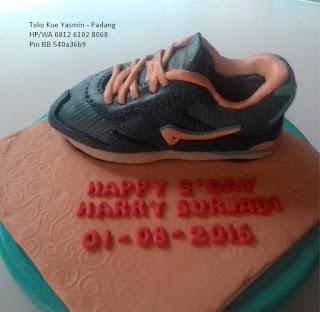 cake tema sepatu