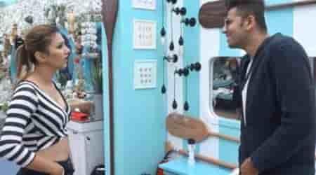 Bigg Boss 12: Jasleen Matharu kiss Romil Chaudhary