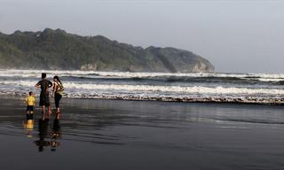 pantai jetis nusawungu