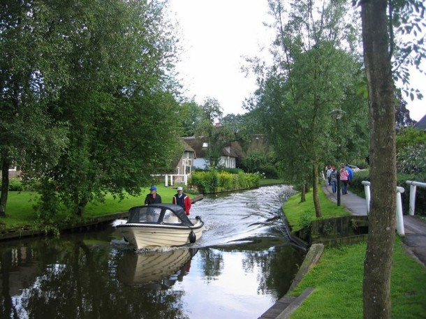 Laptop Travel: Giethoorn, Netherlands - Image 6 - Lounging at the Waldorf