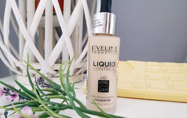 Eveline Liquid Control to świetny podkład matujący. Ma płynną, nietłustą oraz lekką konsystencję której nie jeden zazdrości. Doskonale kryje, nie pozostawia efektu maski i swietnie wyrównuje koloryt skóry