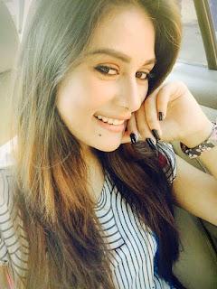 Shaila Sabi Selfie