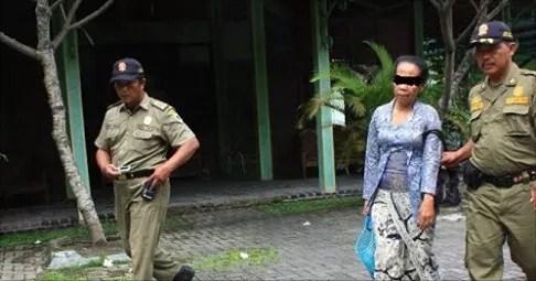 Kepergok Selingkuh Di Hotel, Nenek Ini Nangis 'Ampun Pak Polisi'