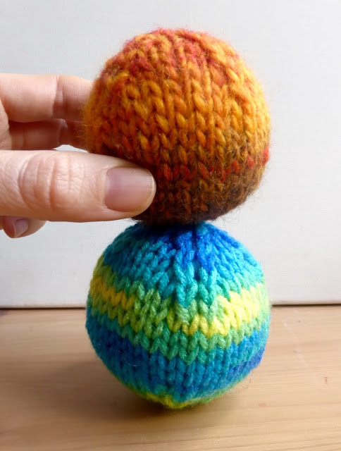How To Knit A Ball Two Ways Perfect For Toys Or Christmas