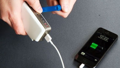 Gimana rasanya ya kalau kau kehabisan baterai pas lagi main game 7 Kesalahan Paling Fatal Saat Charge Ponsel Mu