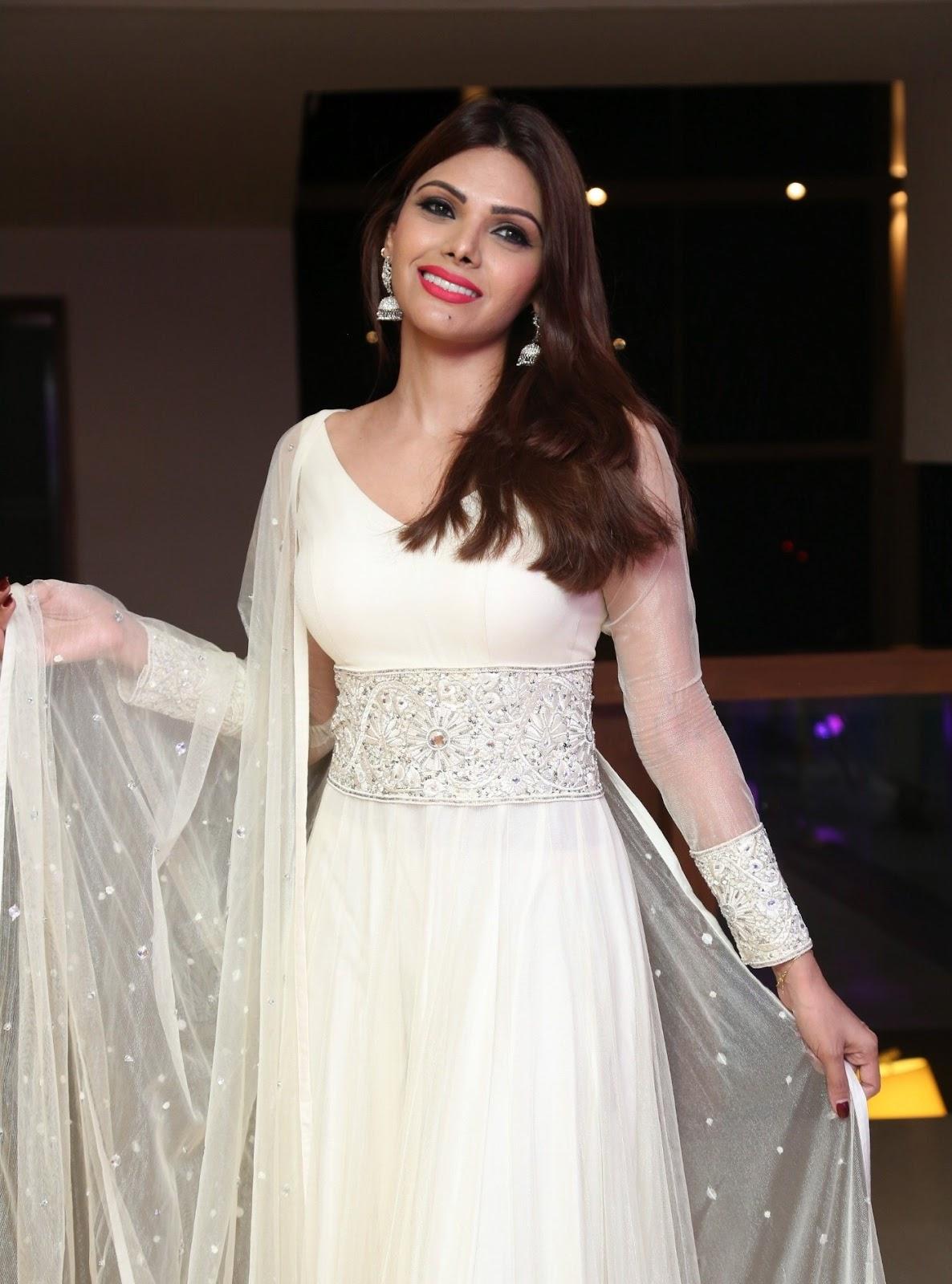 Sherlyn Chopra Looks Super Hot In White Dress At Dj Inayah -5202