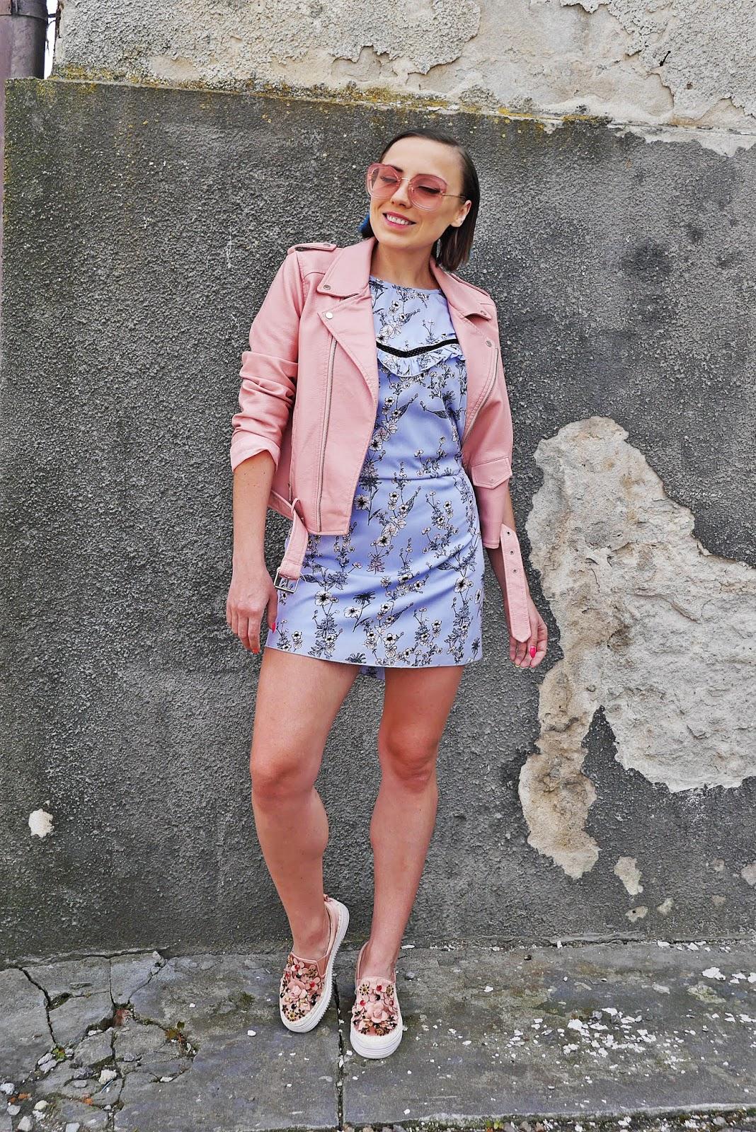6_sukienka_w_kwaity_bonprix_rozowa_ramoneska_buty_renee_karyn_blog_modowy_200518