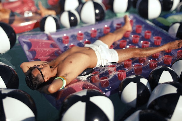 photo piscine ballons Max Wanger