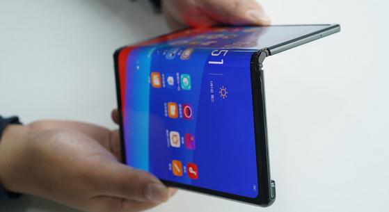 Ini Dia Smartphone Premium Dengan Desain Futuristis