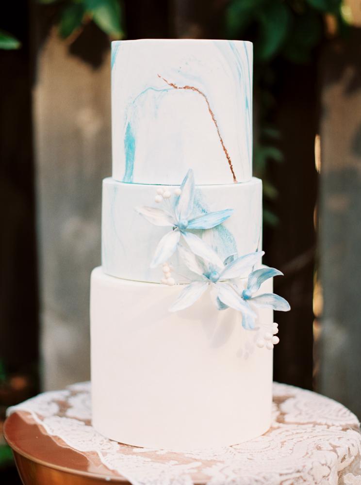 Tort weselny, Dekoracja ślubne, Inspiracje ślubne, Pomysły ślubne, Motyw przewodni ślubu i wesela, Trendy ślubne, Kwiaty do ślubu, Kwiaty na stołach weselnych, Materiały graficzne, Kolor przewodni, Bukiet ślubny,