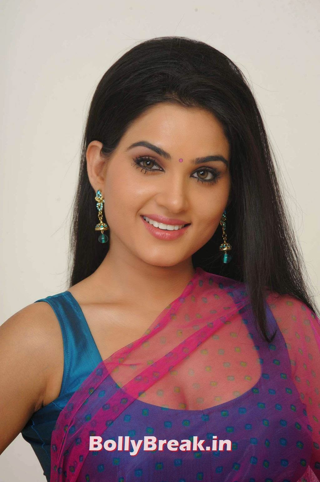 , Hot HD Photos of Kavya Singh in Saree