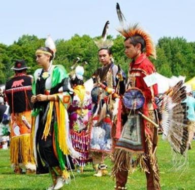 Οι Ινδιάνοι Κρήτες στον Καναδά: Λατρεύουν τον Δία και τον Δαίδαλο - Παίζουν αυλό του Πανός