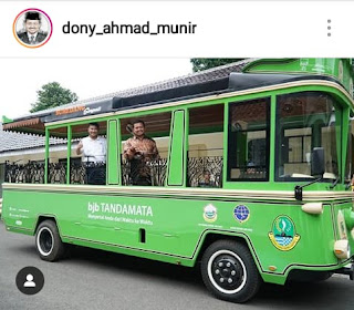 """Bupati dan Wakil Bupati Sumedang Berpose di Bus""""Tampomas"""""""