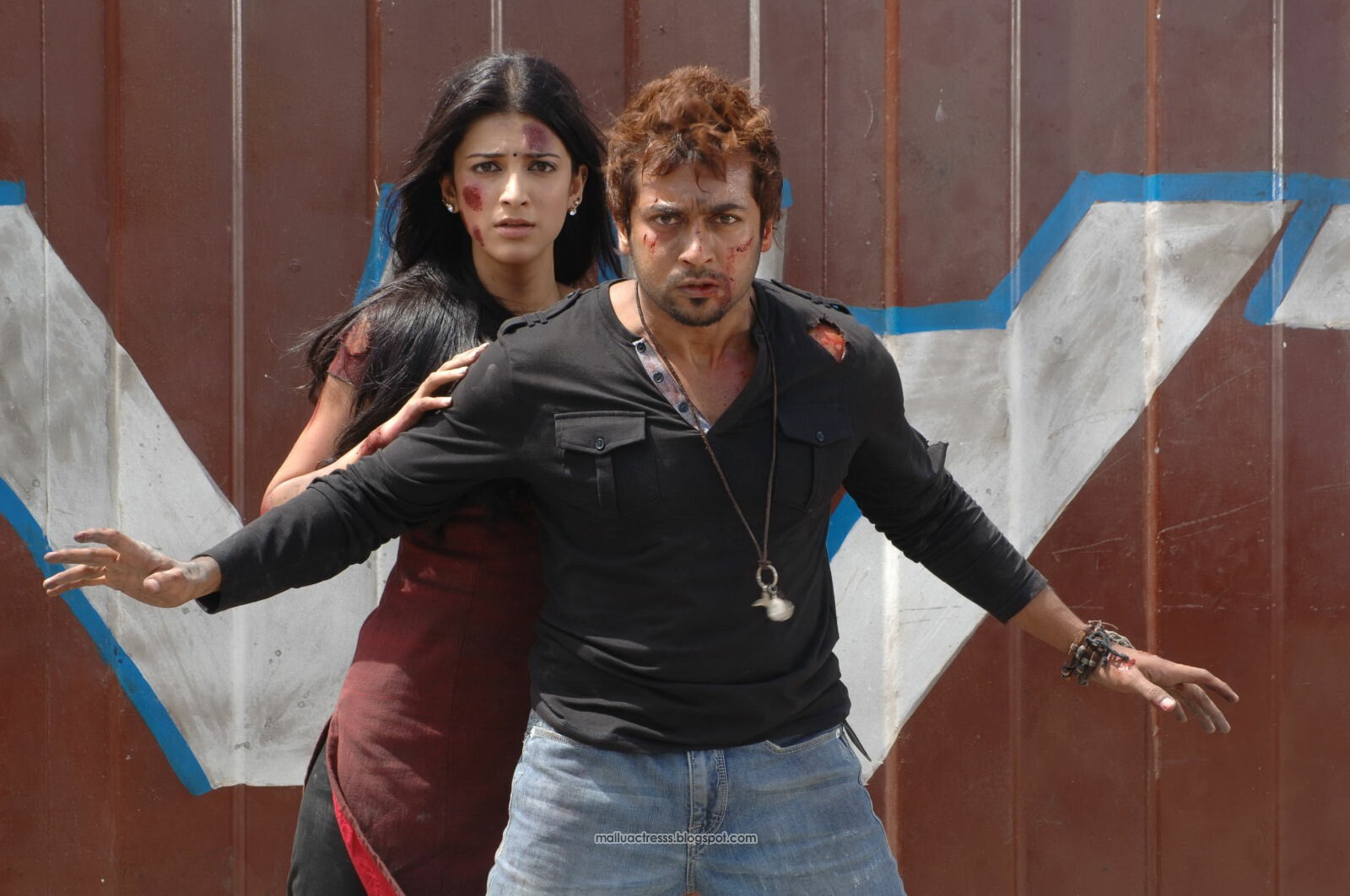 http://3.bp.blogspot.com/-oLEtVL167yQ/TpmO6wuMtqI/AAAAAAAAuhg/KIlENgX_Jmo/s1600/7am-Arivu-movie-gallery-8.jpg