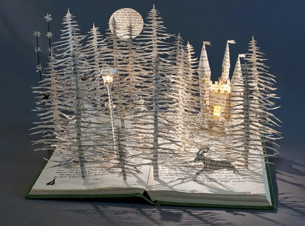 14-Out-of-Narnia-Su-Blackwell-Book-Fairy-Tale-Sculptures-www-designstack-co