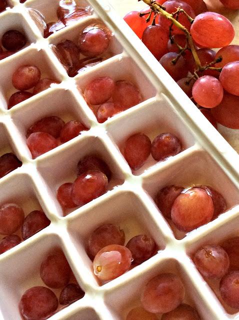 cubetti di ghiaccio con la frutta