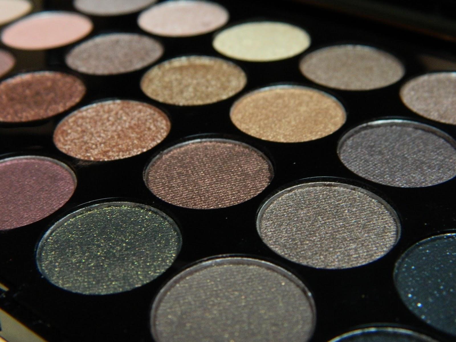 Makeup Revolution 32 Eyeshadows Paleta Cieni do Powiek Flawless