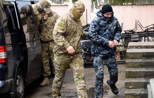 Διατάχθηκε κράτηση δύο μηνών για τον πρώτο από τους 24 συλληφθέντες Ουκρανούς ναύτες