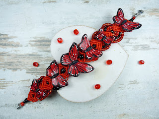 http://pracownia-kameleon.pl/bransoletki-recznie-robione/148-czerwono-czarna-bransoletka-z-motylami.html