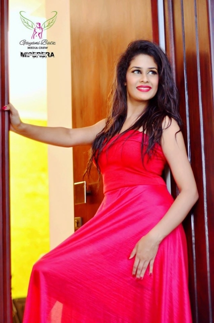 Sri Lankan Actress Maheshi Madushanka Hot Image