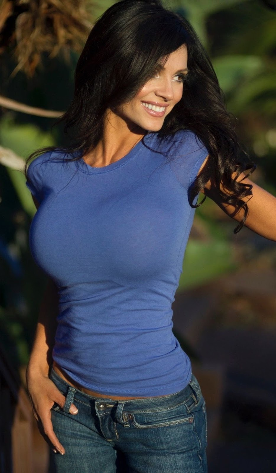 Big oiled tits in tight shirt porn pic