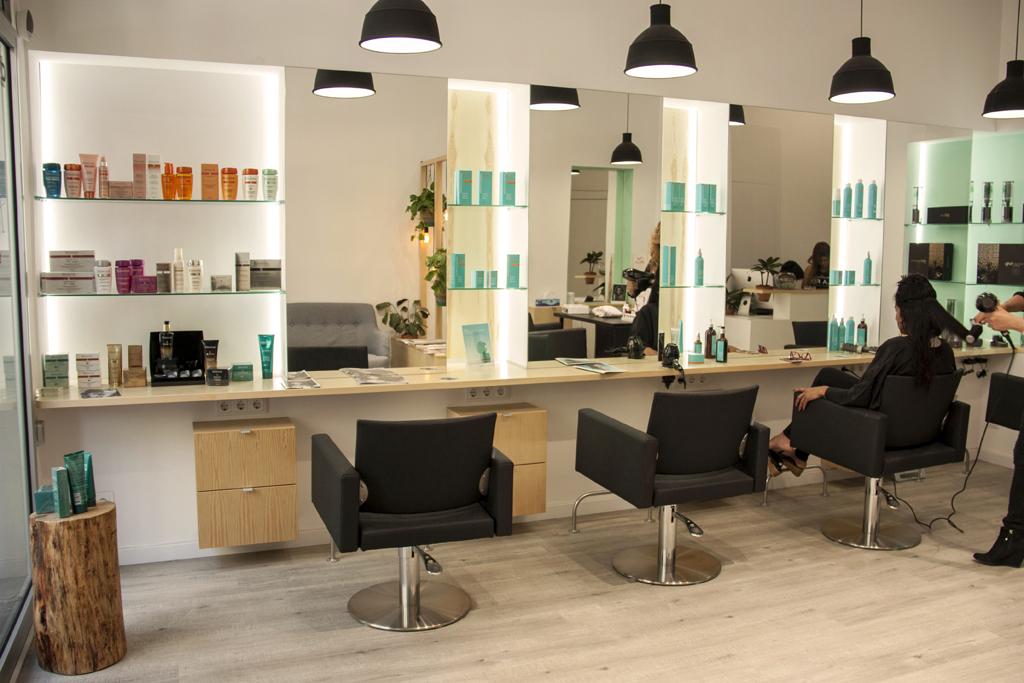 Peluquer a atelier en barcelona arquivistes revista for Disenos de espejos para peluqueria