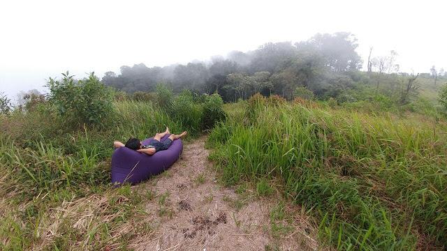 Menikmati pemandangan Gunung Pundak