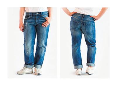 Классические широкие джинсы бойфренды на фигуре яблоко