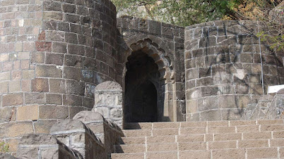 शिवनेरी किल्ल्याचा मुख्य दरवाजा