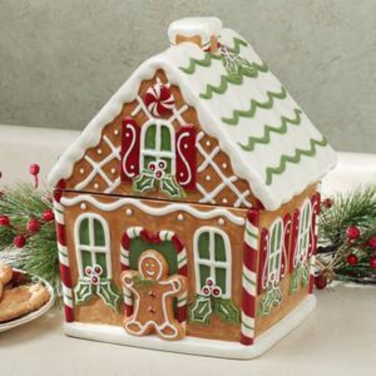 Christmas Gingerbread House Decorating Ideas - Gingerbread house garage