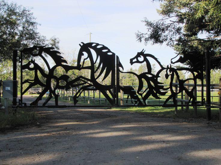 Beaux modu00e8les de portes et portails sculptu00e9s en fer forgu00e9