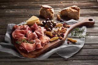 crnogorska jela, pršuta i sir