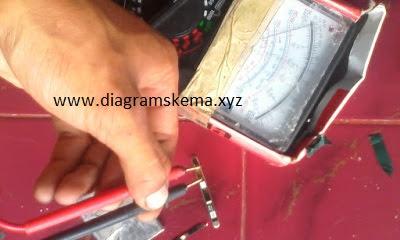 Cek tegangan baterai HP