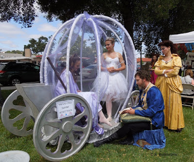 Cinderella and Prince Charming at the Paso ArtsFest, 2015. © B. Radisavljevic