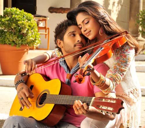 iddarammayilatho movie actress amala paul pics2