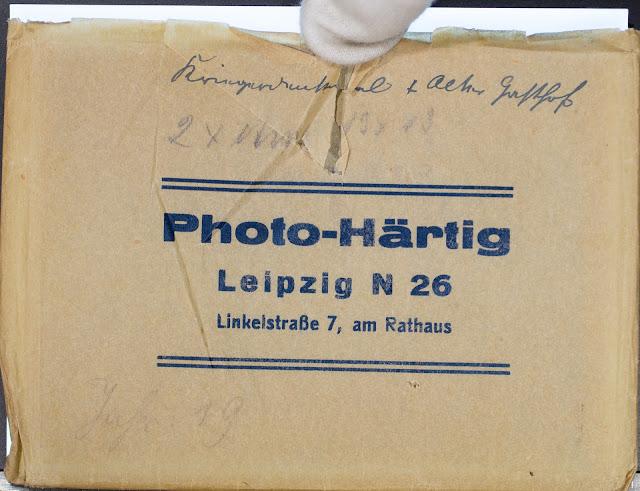 Papiertütchen für eine Fotoplatte - Photo-Härtig Leipzig N 26 Linkelstraße 7, am Rathaus