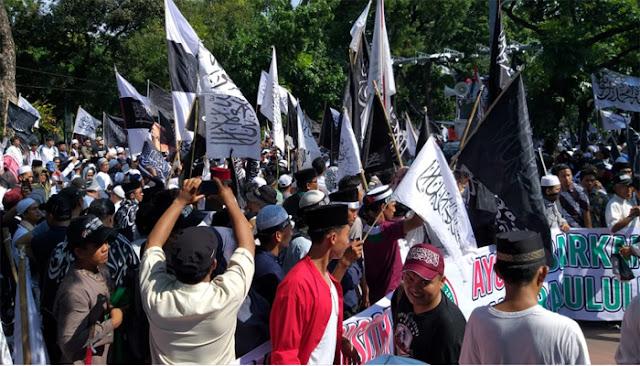 Massa Aksi Bela Tauhid Tuntut Pembubaran Banser NU