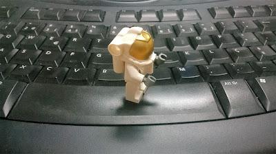Astronauta LEGO no espaço