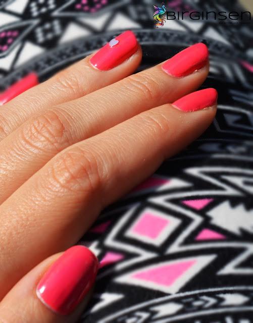 serduszka na paznokciach