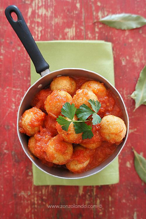 Polpette di ricotta e speck al sugo piccante ricetta facile e veloce - Ricotta and ham balls with tomato sauce recipe