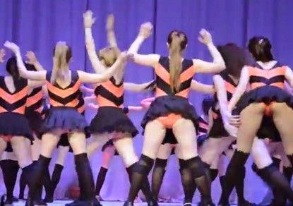 танец тверк и школьницы