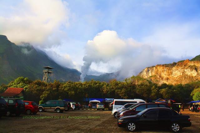 Tempat parkir Camp David dengan view arah Kawah Gunung Papandayan