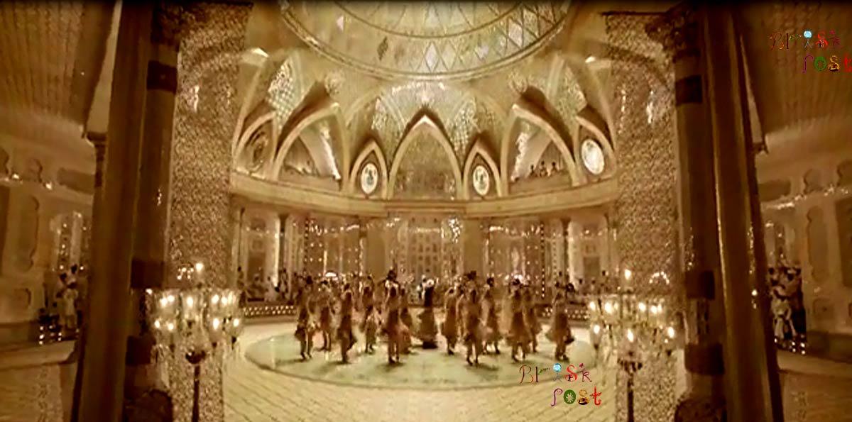 Deepika Padukone dancing as Mastani in center round below 13 chandeliers on Deewani Mastani track in Aaina Mahal of Sanjay Leela Bhansali