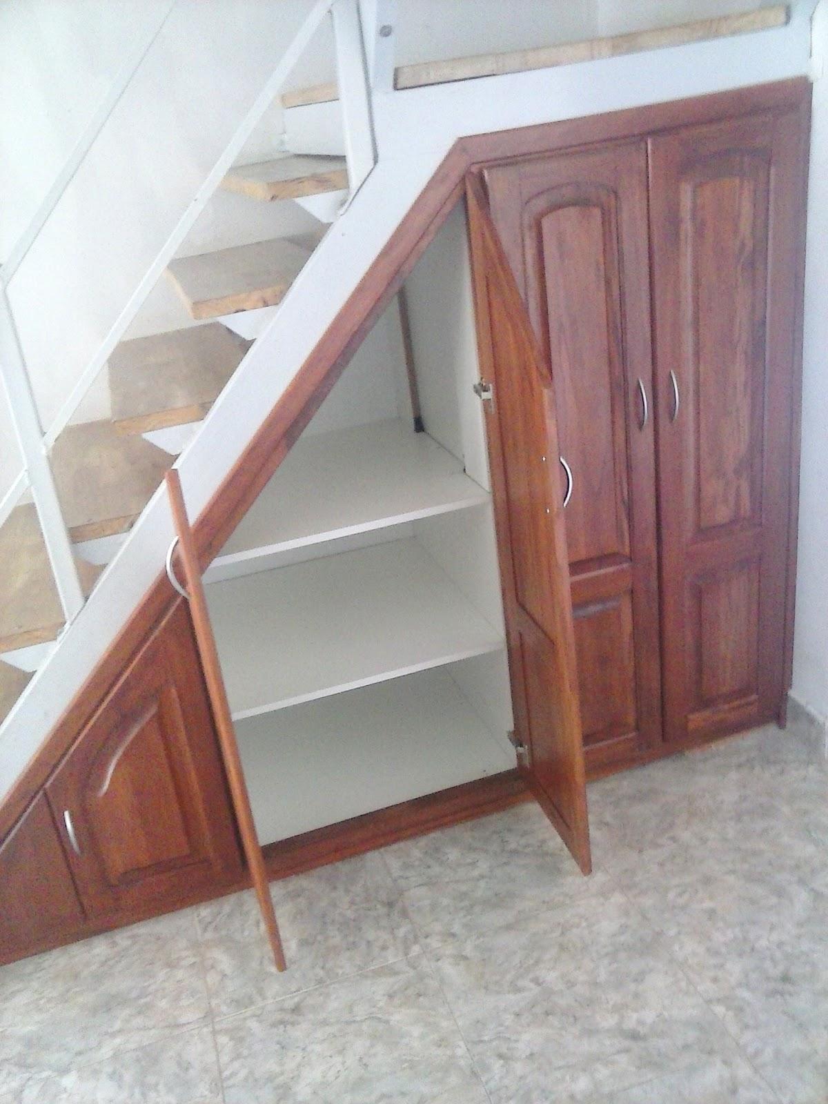 Muebles bajo escalera a medida great mueblebar bajo for Muebles de madera para debajo de la escalera