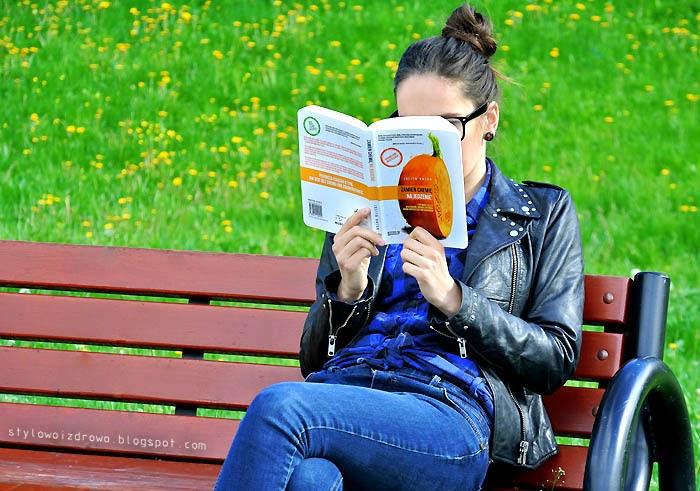 czytam ksiązke o zdrowym stylu zycia