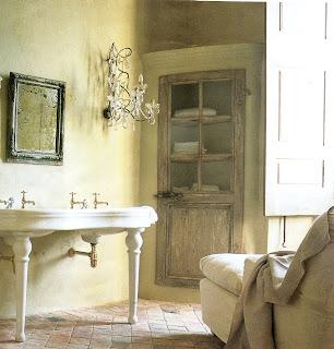 Bathing room in Château Moissac, image via Côté Sud magazine, edited by lb for linenandlavender.net