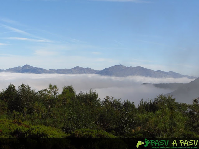 Sierra del Aramo entre el mar de nubes
