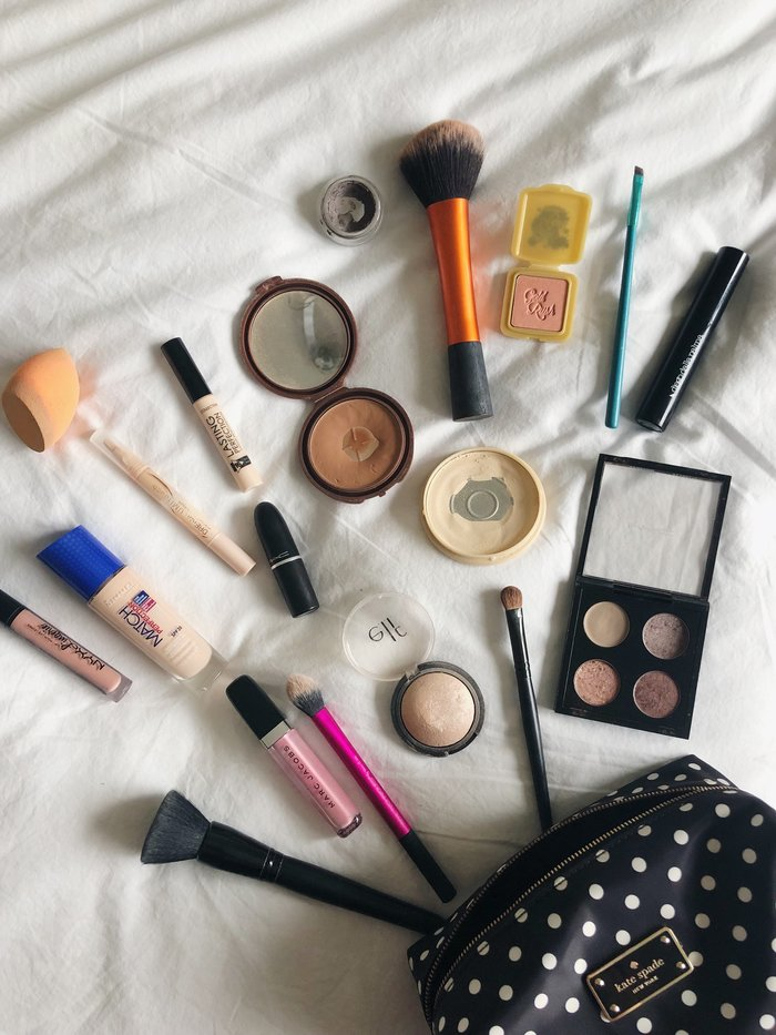 The home for the weekend makeup bag. A round up of all of the beauty products I reach for when packing lightly.