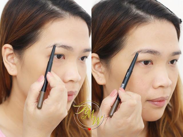 一张关于如何使用美宝莲时尚双眉塑形器的照片