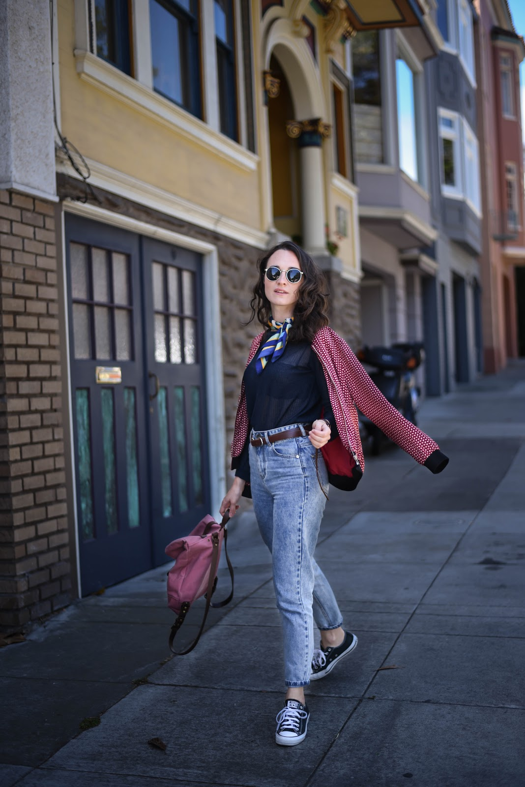 bomber_jacket_mom_jeans_street_style